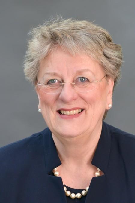 Dr. Karin Reinelt